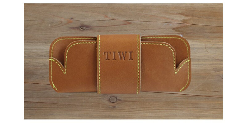 Compra la funda de cuero marrón TIWI para tus gafas en la tienda online de gafas de sol Lunic Opticas Vigo