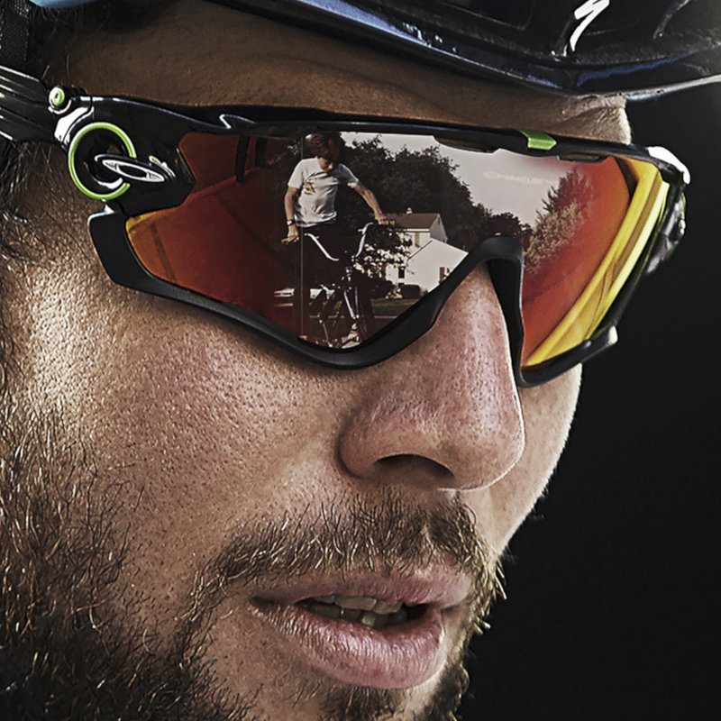Mark Cavendish usa gafas deportivas OAKLEY